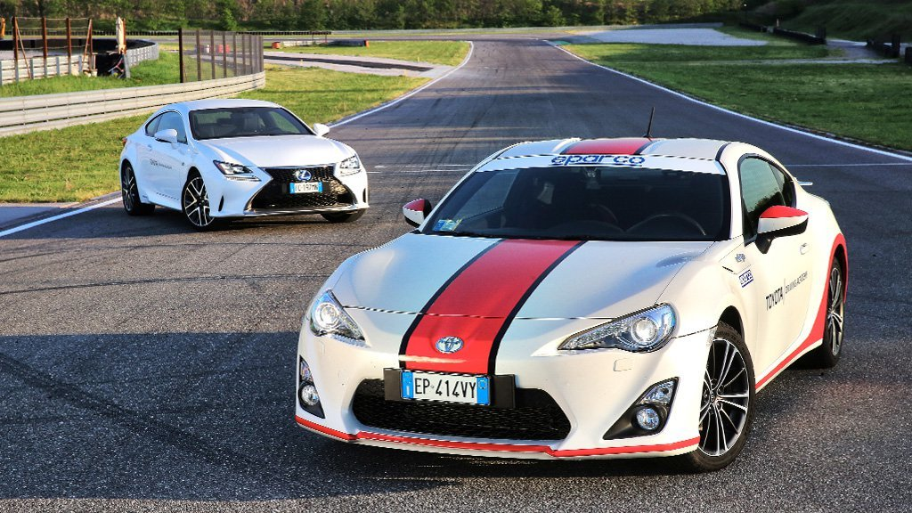 toyota driving academy GT86 e Lexus RC-F